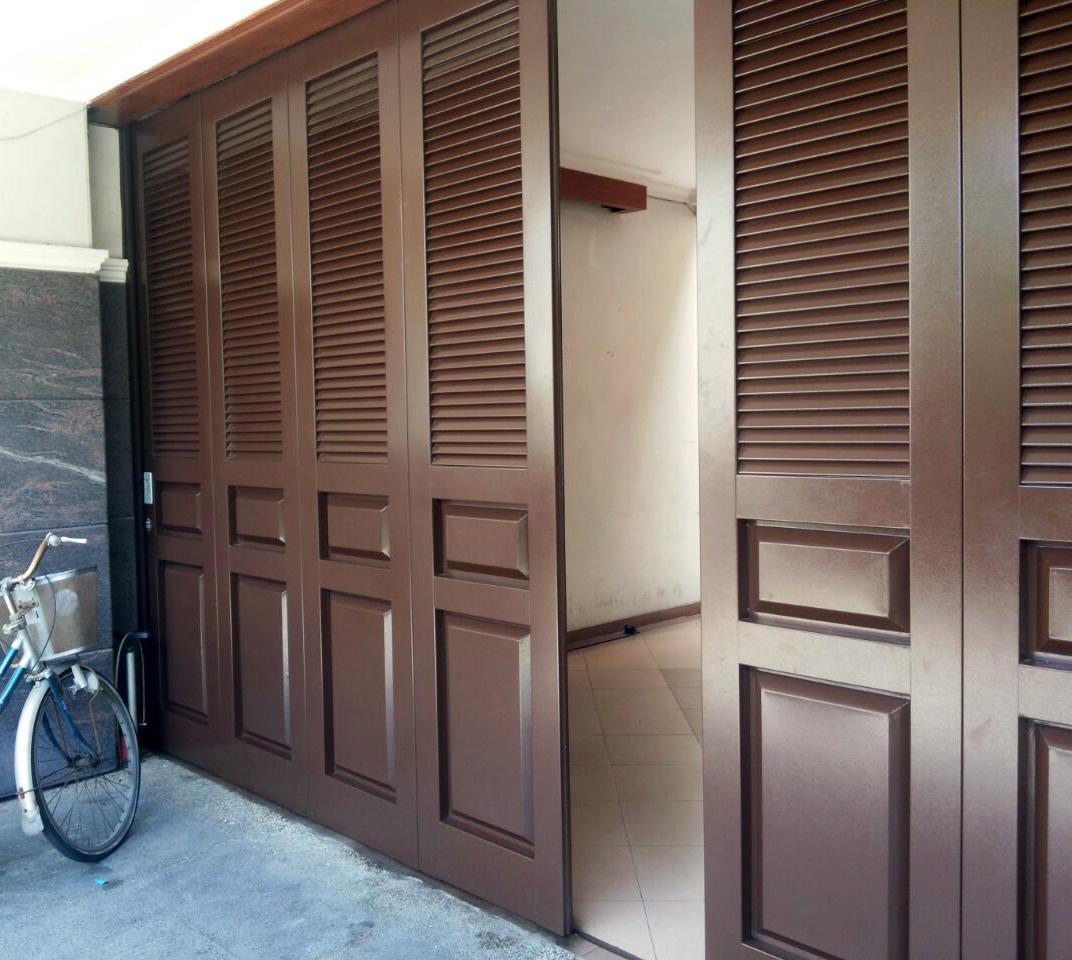 Pintu Garasi Wina Semarang